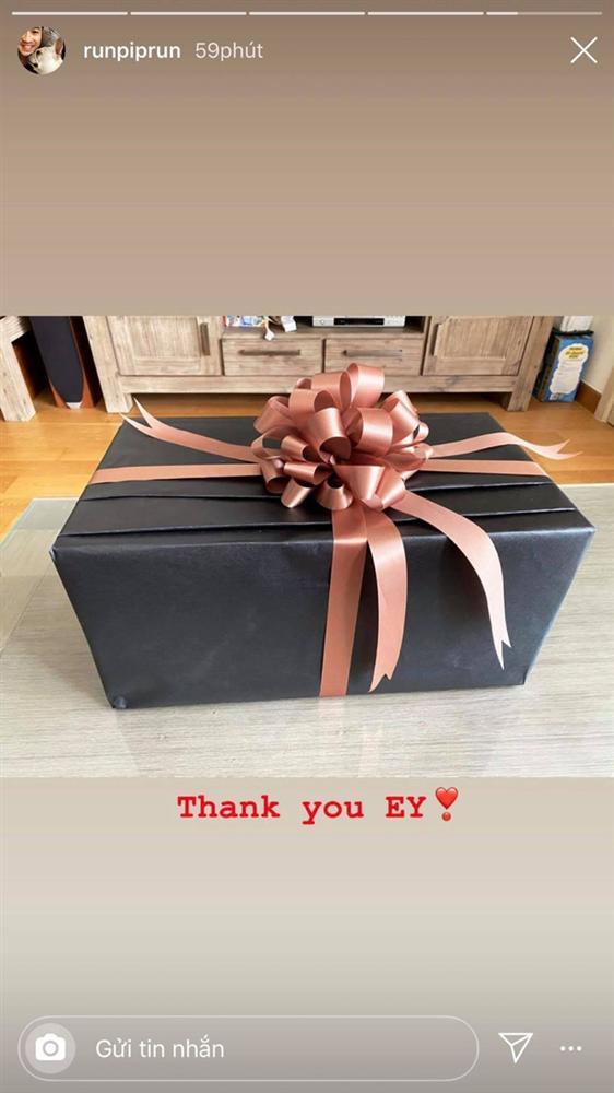 Đi nghỉ dưỡng cùng nhau, Phillip Nguyễn còn khoe quà sinh nhật và gọi Linh Rin là em yêu?-1
