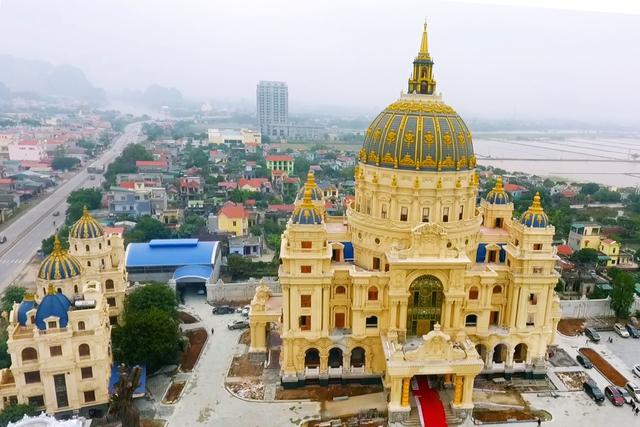 Chiêm ngưỡng lâu đài mạ vàng gây choáng của đại gia Ninh Bình-1