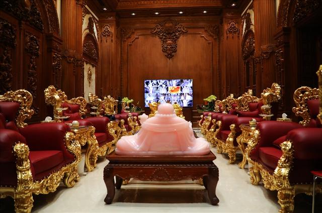 Chiêm ngưỡng lâu đài mạ vàng gây choáng của đại gia Ninh Bình-9