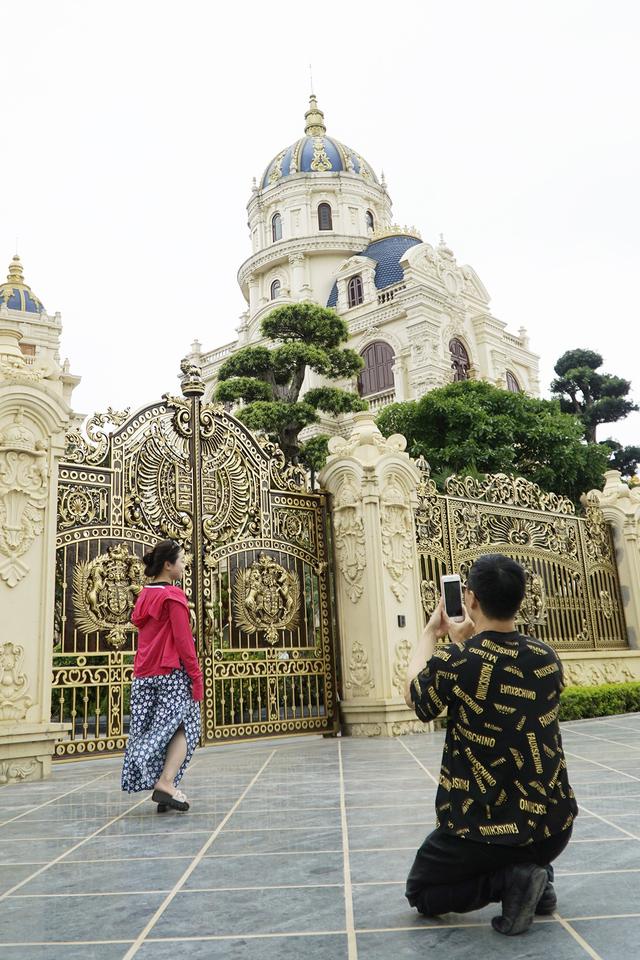 Chiêm ngưỡng lâu đài mạ vàng gây choáng của đại gia Ninh Bình-11