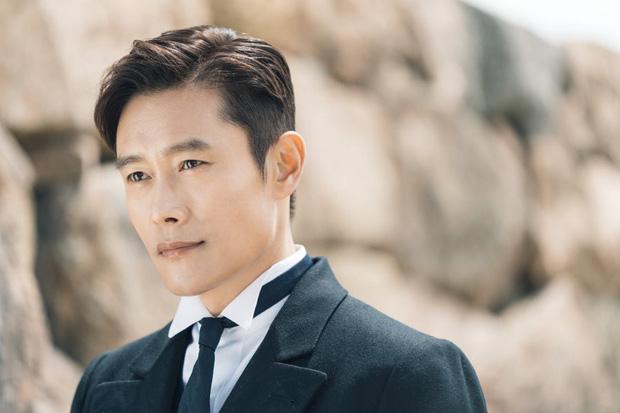 Lee Byung Hun: Tài tử khiến Song Hye Kyo và dàn nữ thần yêu điên dại, đầy bê bối tình dục và cú lột xác nhờ minh tinh tài phiệt-4