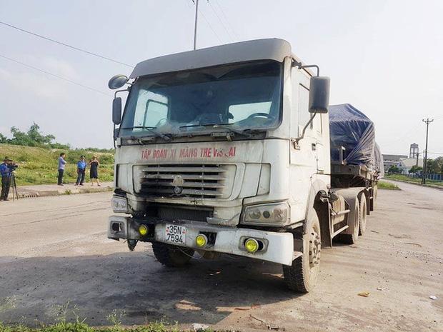 Kỳ lạ chiếc xe chở đầy hàng bị bỏ lại, cán bộ giao thông phải túc trực tìm chủ-5