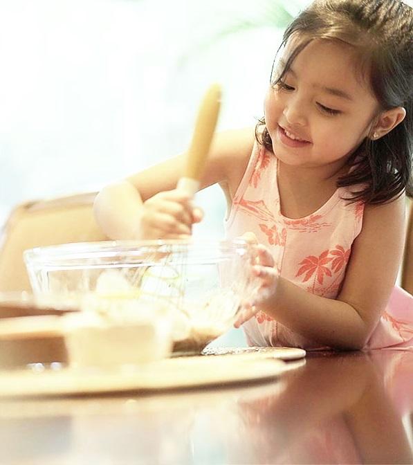 Con gái mỹ nhân đẹp nhất Philippines: 5 tuổi trở thành nữ hoàng quảng cáo, biết 2 ngoại ngữ, ấn tượng nhất khả năng làm toán do mẹ đích thân dạy-9