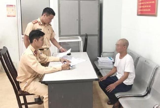 Ông già 62 tuổi buông 2 tay, phóng xe vèo vèo ở Hà Nội bị triệu tập, phạt 8,25 triệu đồng-2