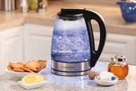 Đun nước uống bằng ấm siêu tốc đừng bỏ qua bước này kẻo nước 'ngấm' đầy chất độc