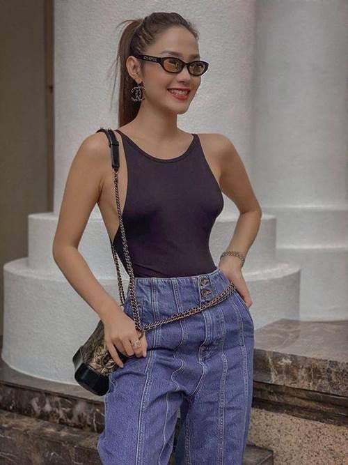 Đang cá tính, Minh Hằng chuyển sang diện váy xẻ điệu đà - item nhất định có mùa hè này-1
