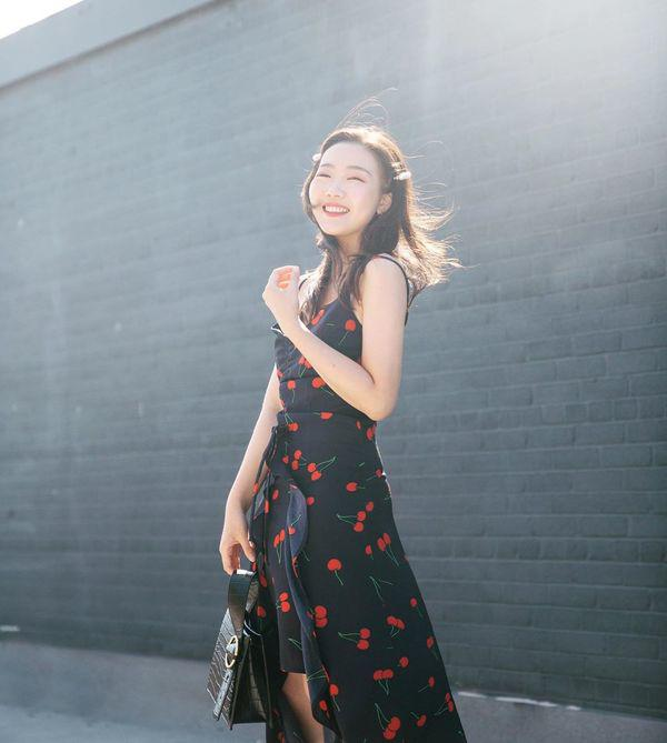 Đang cá tính, Minh Hằng chuyển sang diện váy xẻ điệu đà - item nhất định có mùa hè này-7