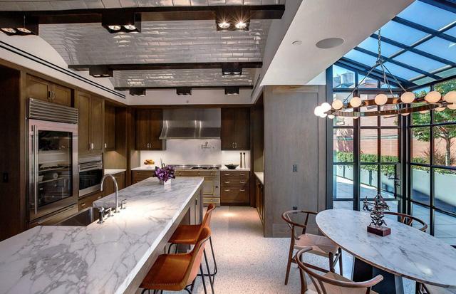 9 căn bếp giá tiền tỷ với nội thất dát vàng xa xỉ-2