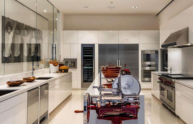 9 căn bếp giá tiền tỷ với nội thất dát vàng xa xỉ-6