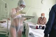Nữ y tá Nga 'gây bão mạng' vì mặc độc nội y dưới đồ bảo hộ, cư dân mạng chia làm 2 phe người khen kẻ chê tranh cãi quyết liệt