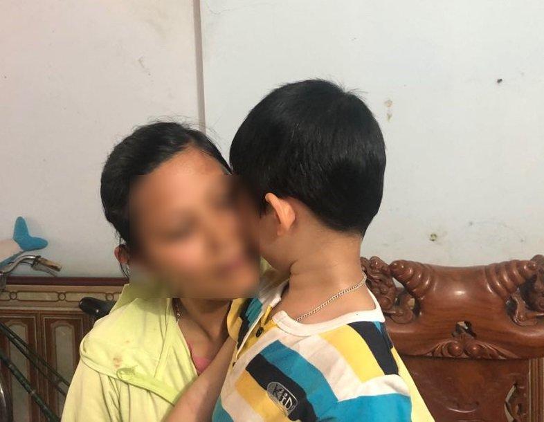 Vụ bé trai bị bố bỏ ở tòa: Bất ngờ lý do người mẹ nhờ chị gái nuôi con-3