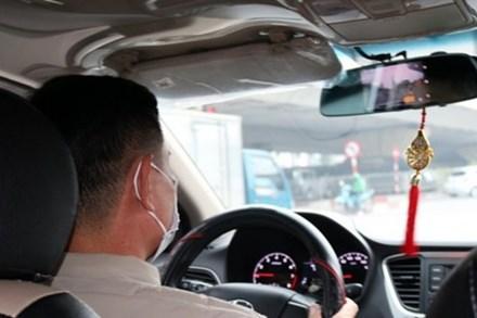 Hỏi vị khách lạ mặt 1 câu, tài xế taxi không ngờ cuộc đời mình và con trai có bước ngoặt bất ngờ, nhiều năm sau vẻ vang như vậy