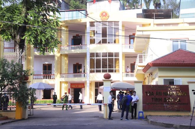 An ninh thắt chặt trong phiên tòa xét xử vụ gian lận thi cử ở Sơn La-1