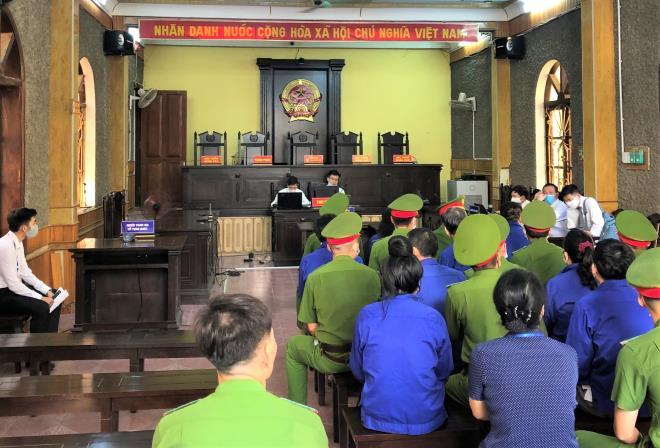 An ninh thắt chặt trong phiên tòa xét xử vụ gian lận thi cử ở Sơn La-9