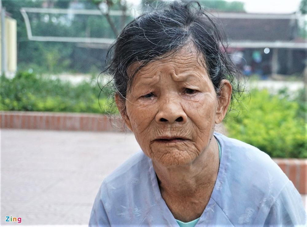 Người dân bật khóc vì bị xã loại khỏi diện hộ nghèo-2