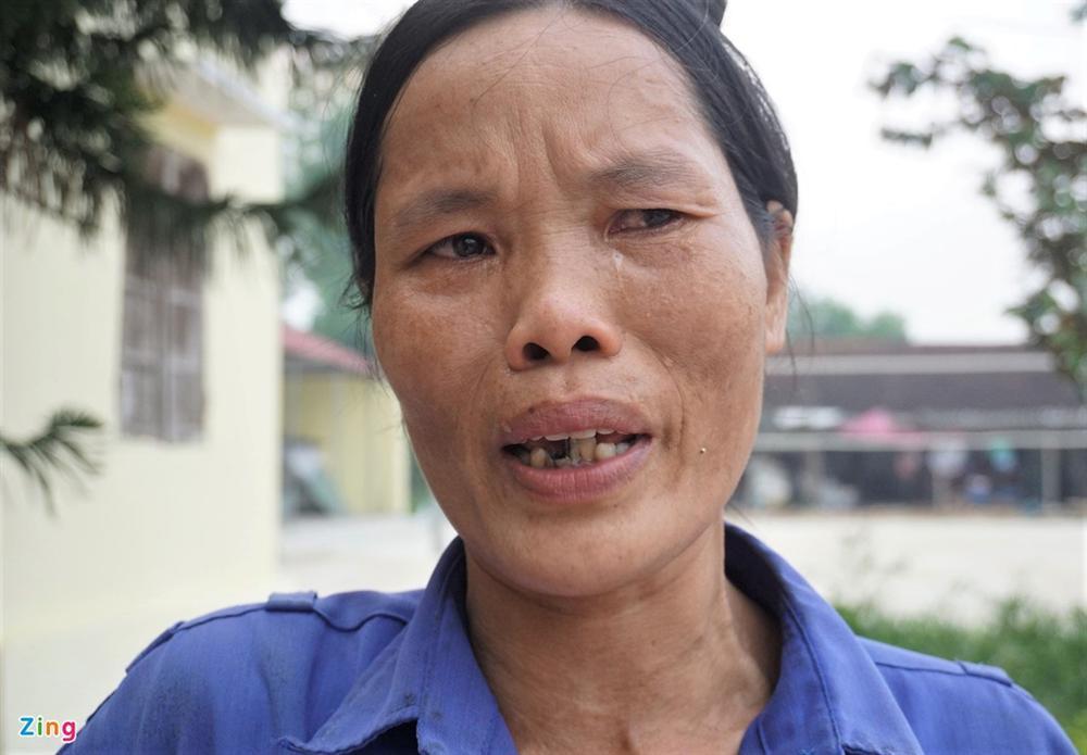 Người dân bật khóc vì bị xã loại khỏi diện hộ nghèo-3
