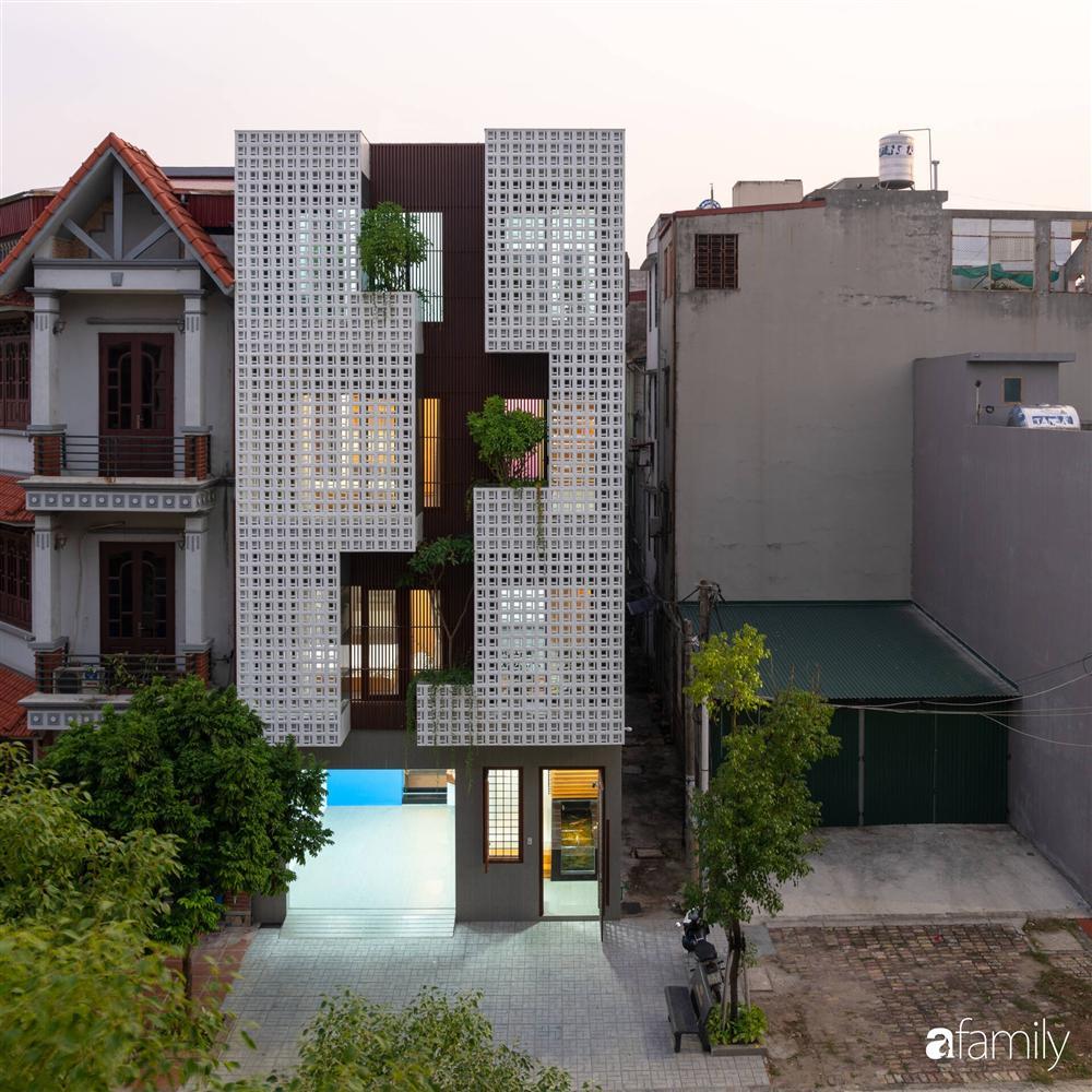 Ngôi nhà phố lấy cảm hứng từ thác nước mang đến cuộc sống an lành, thư thái cho gia đình 3 thế hệ ở Hải Dương-1