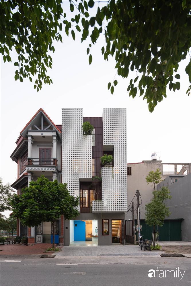Ngôi nhà phố lấy cảm hứng từ thác nước mang đến cuộc sống an lành, thư thái cho gia đình 3 thế hệ ở Hải Dương-3