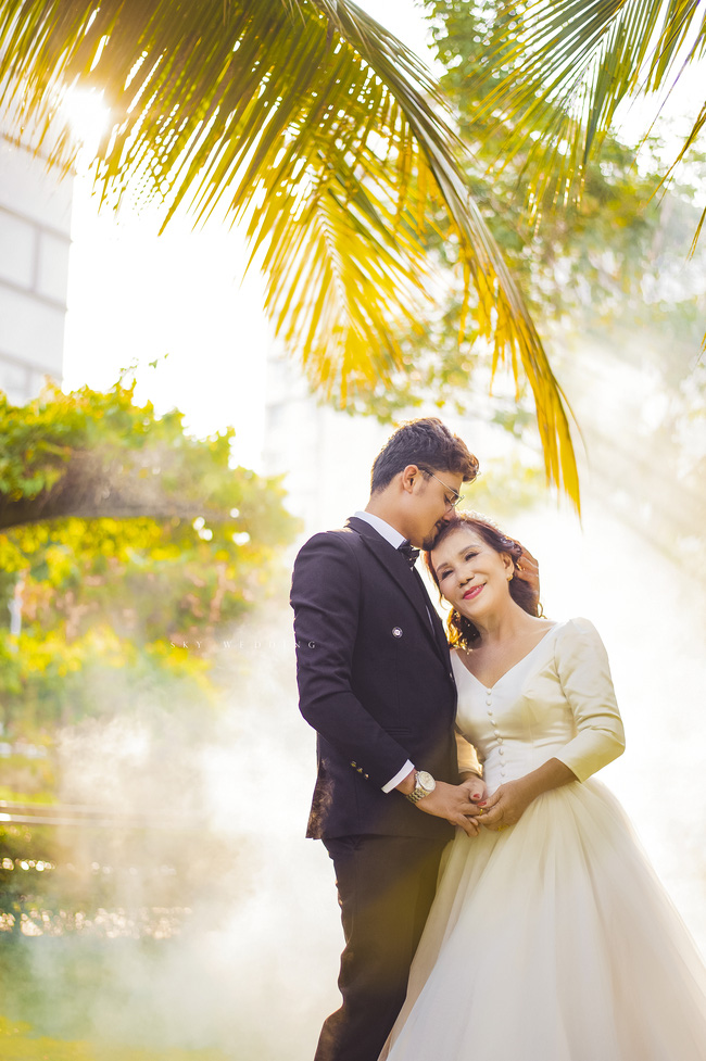 Cô dâu 65 tuổi lấy chồng ngoại 24 tuổi khoe ảnh cưới cực ngầu sau khi gặp mặt cặp đôi vợ chồng 62 - 26-4