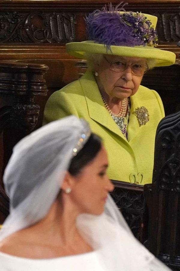 Nữ hoàng Anh từng nhẫn nhịn chiều lòng Meghan Markle nhưng vì sự đòi hỏi thái quá, bà đã ra tay dạy dỗ cháu dâu khiến ai cũng nể phục-2
