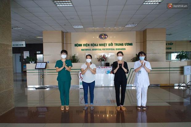 """Bệnh nhân Covid-19 ở Mê Linh khỏi bệnh: Từ khi vào đây đã 1 tháng rồi, ai cũng được về nhà, còn mỗi mình tôi nằm đến tận trưa hôm qua vẫn khóc""""-3"""