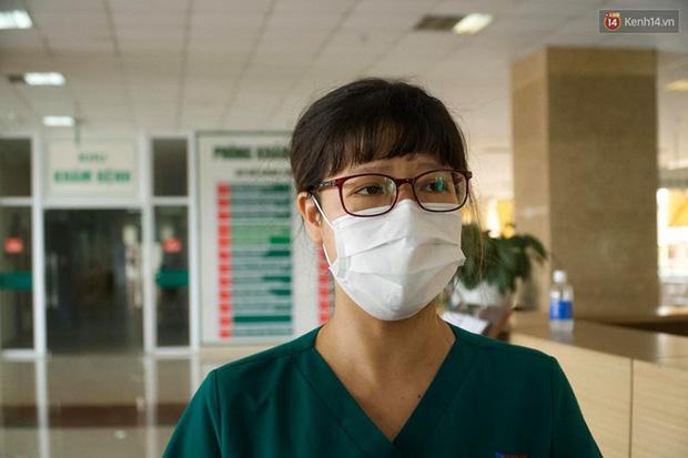 """Bệnh nhân Covid-19 ở Mê Linh khỏi bệnh: Từ khi vào đây đã 1 tháng rồi, ai cũng được về nhà, còn mỗi mình tôi nằm đến tận trưa hôm qua vẫn khóc""""-4"""