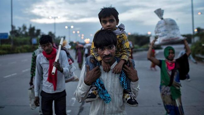 Câu chuyện đằng sau bức ảnh người cha khắc khổ bật khóc bên đường khi hay tin con ốm mà không có tiền về nhà gây chấn động thế giới-4