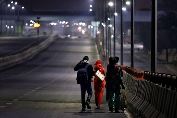 Câu chuyện đằng sau bức ảnh người cha khắc khổ bật khóc bên đường khi hay tin con ốm mà không có tiền về nhà gây chấn động thế giới-5