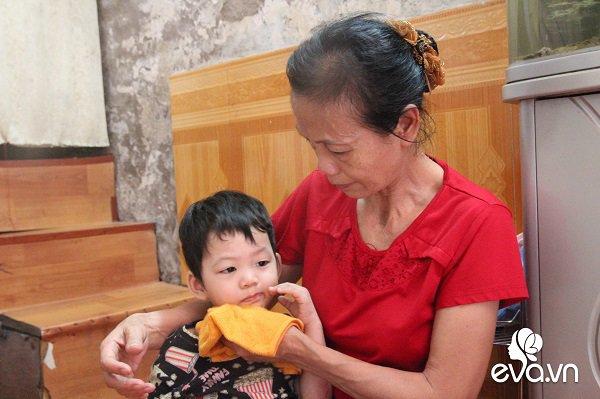 Ánh mắt sau song sắt của 3 đứa trẻ không được đến trường, không được khai sinh giữa Hà Nội-4