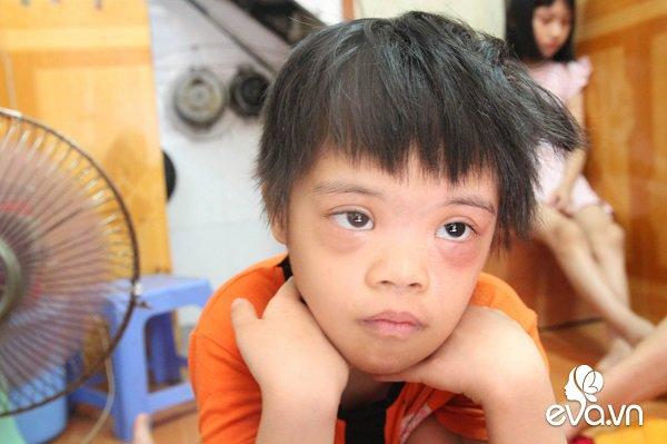 Ánh mắt sau song sắt của 3 đứa trẻ không được đến trường, không được khai sinh giữa Hà Nội-6