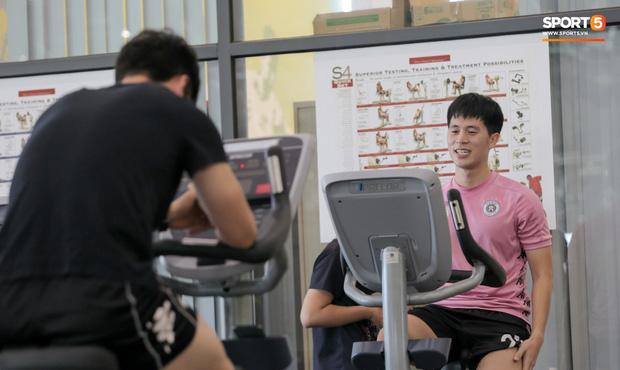 Nỗi khổ không dám ăn của tuyển thủ Việt Nam: Hít không khí, uống nước lọc cũng béo-2