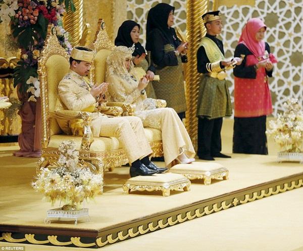 Nàng dâu hoàng gia từng gây choáng trong hôn lễ xa hoa kéo dài 11 ngày và phủ đầy vàng giờ có cuộc sống ra sao sau 5 năm?-1