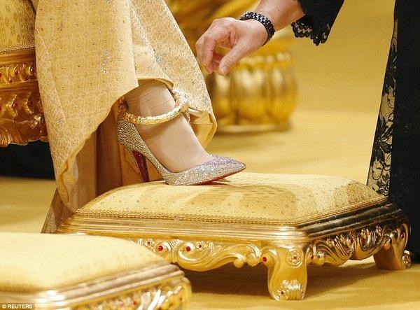 Nàng dâu hoàng gia từng gây choáng trong hôn lễ xa hoa kéo dài 11 ngày và phủ đầy vàng giờ có cuộc sống ra sao sau 5 năm?-3
