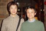 Người già xếp hàng dài nhận lì xì của Jack Ma vì tin giả-3