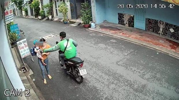 Tài xế GrabBike cướp giật điện thoại của người mẹ bồng con nhỏ ở Sài Gòn khai gì?-4