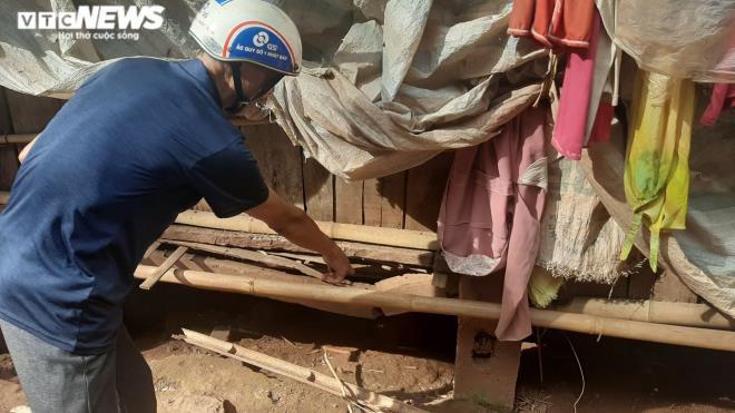Chuyện khó tin ở Hòa Bình: Hộ cận nghèo ở nhà tầng khang trang, hộ thoát nghèo ở nhà sàn mục nát-2