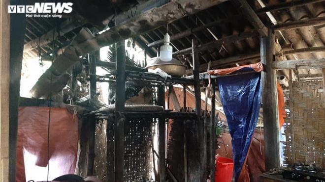 Chuyện khó tin ở Hòa Bình: Hộ cận nghèo ở nhà tầng khang trang, hộ thoát nghèo ở nhà sàn mục nát-3