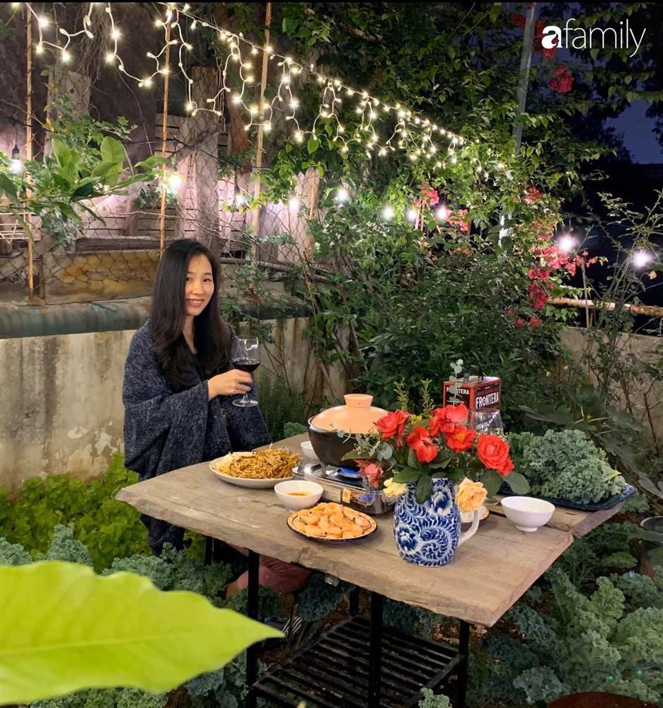 Bà mẹ trẻ ở Hà Nội chia sẻ kinh nghiệm trồng vườn treo Babylon ngay giữa lòng thành phố đã 10 năm vẫn xanh tốt-3