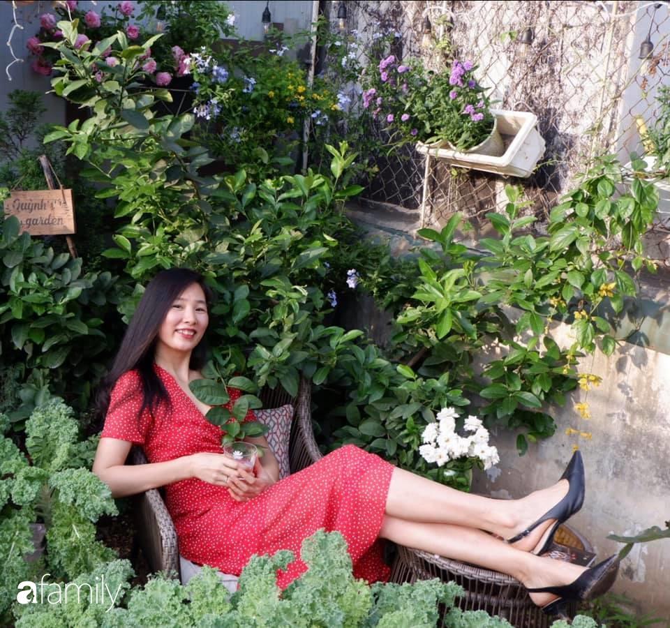 Bà mẹ trẻ ở Hà Nội chia sẻ kinh nghiệm trồng vườn treo Babylon ngay giữa lòng thành phố đã 10 năm vẫn xanh tốt-22