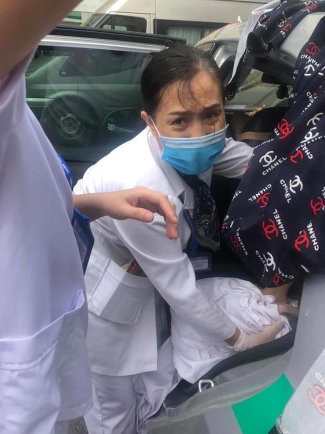 Nhờ ứng biến kịp thời trong lúc tắc đường, lái xe taxi và nhân viên tiêm chủng giúp sản phụ sinh con thành công-3