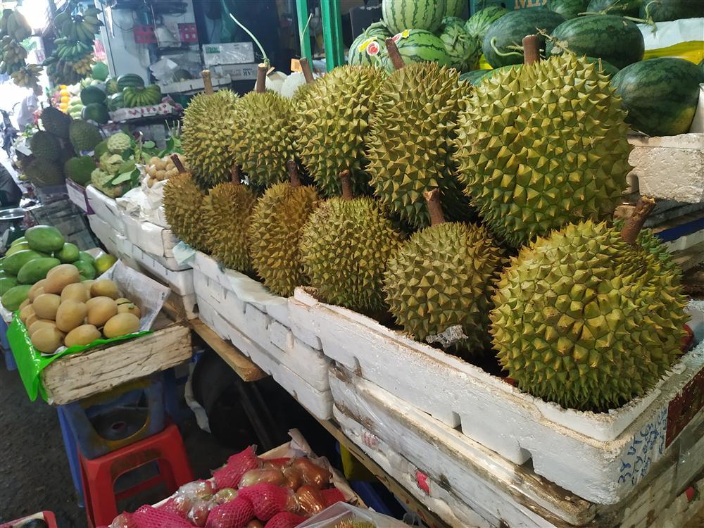 Sầu riêng ở Sài Gòn chẳng cần giải cứu mà nhiều nơi vẫn bán giá siêu mềm-4