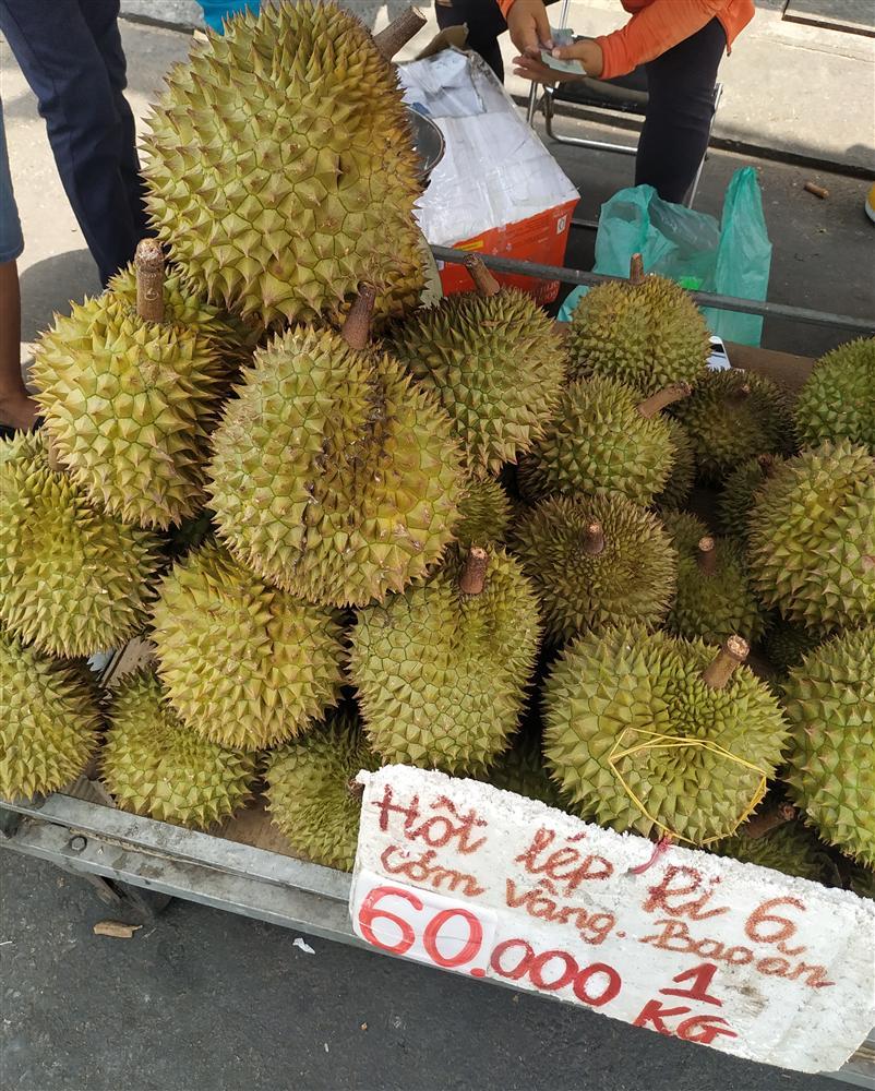 Sầu riêng ở Sài Gòn chẳng cần giải cứu mà nhiều nơi vẫn bán giá siêu mềm-10