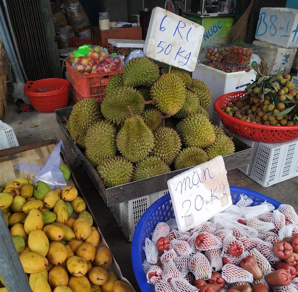 Sầu riêng ở Sài Gòn chẳng cần giải cứu mà nhiều nơi vẫn bán giá siêu mềm-11
