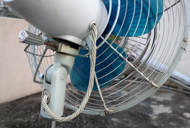 Sự thật về quạt Nhật chạy 10 năm mới hỏng, cháy hàng mùa nắng nóng-1