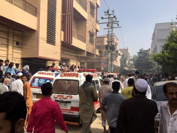 Máy bay chở hơn 100 người rơi ở Pakistan, không ai sống sót-1