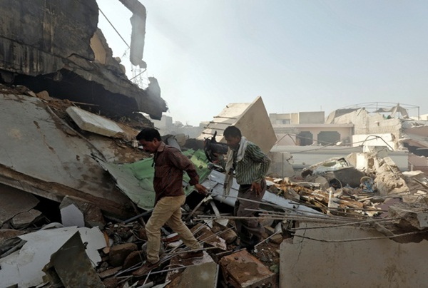 Máy bay chở hơn 100 người rơi ở Pakistan, không ai sống sót-2