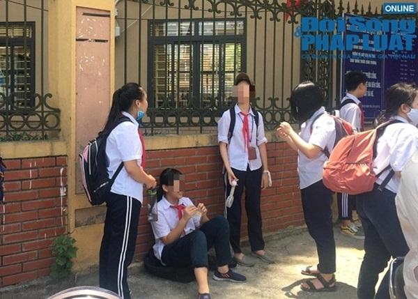 Chủ tịch Hà Nội yêu cầu kiểm tra vụ trường khóa cửa lớp, học sinh đội nắng chờ phụ huynh đến đón-2