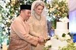Sau 1 năm ly hôn, con trai bị cựu vương Malaysia phủ nhận chung huyết thống giờ có cuộc sống ra sao bên người mẹ hoa khôi?-10