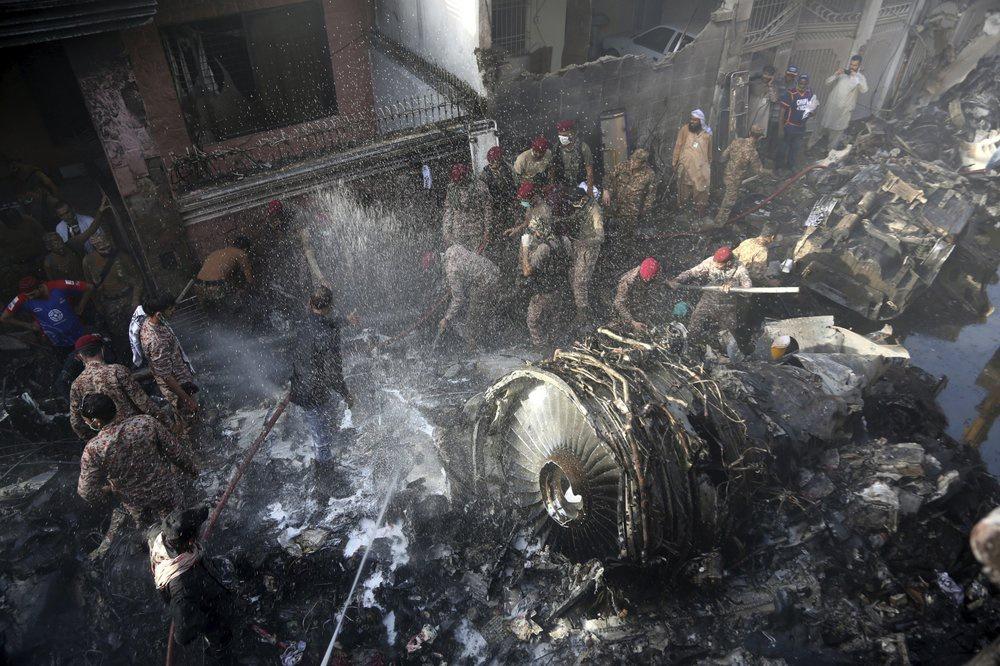 Chuyến bay ăn mừng trở thành thảm kịch ở Pakistan-1