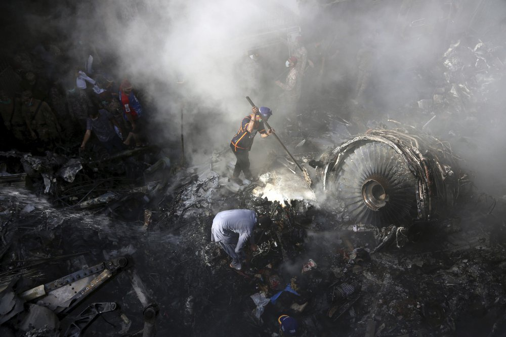 Chuyến bay ăn mừng trở thành thảm kịch ở Pakistan-3